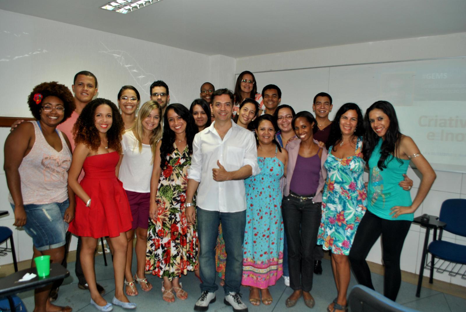Pedro Cordier, professor da disciplina CRIATIVIDADE E CONECTIVIDADE, com a turma do MBA do #GEMS